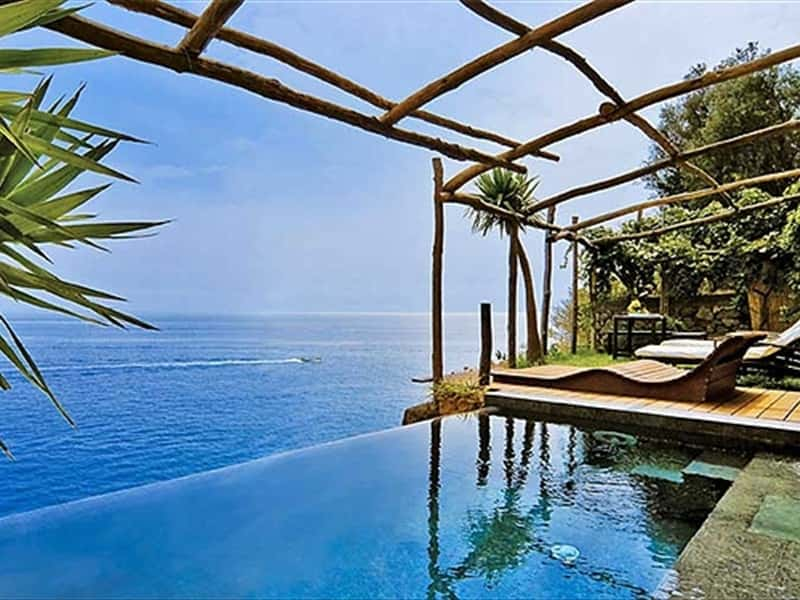 Private Infinity pool of honeymoon suite Chalet of Romeo and Giuluietta