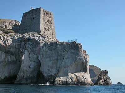 The defensive system of the coastal towers on the Sorrento ...
